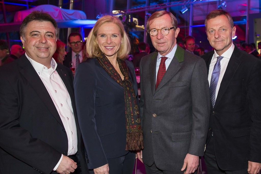 Bürgermeister Zell am See Peter Padourek, Michaela Reitterer (ÖHV-Präsidentin), ..