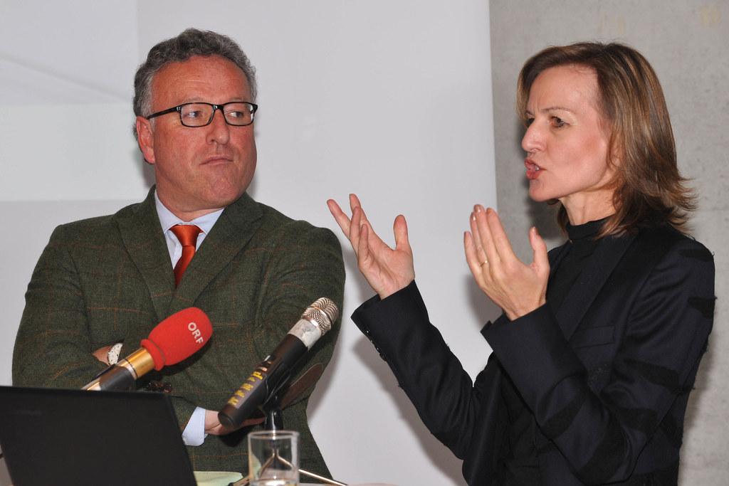 LR Dr. Heinrich Schellhorn und Dr. Sabine Breitwieser (Direktorin Museum der Mod..