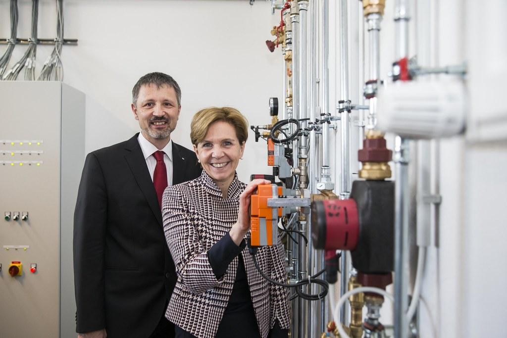 Andreas Magauer (Direktor HTL Itzling) und Landtagspräsidentin Brigitta Pallauf