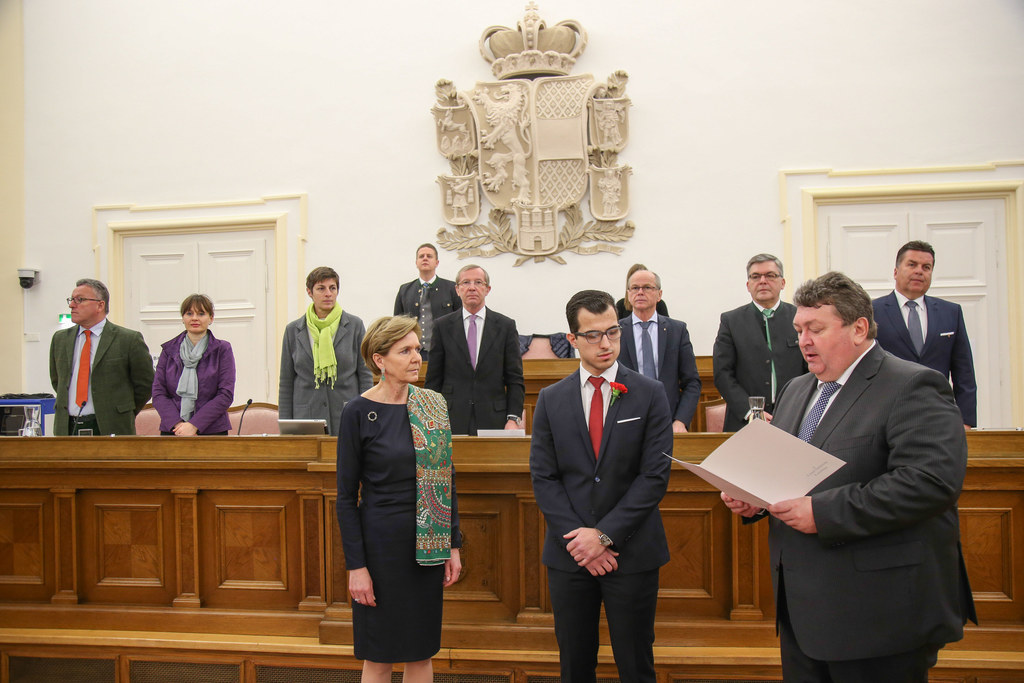 Sitzung des Salzburger Landtages, Im Bild Tarik Mete bei seiner Angelobung durch..