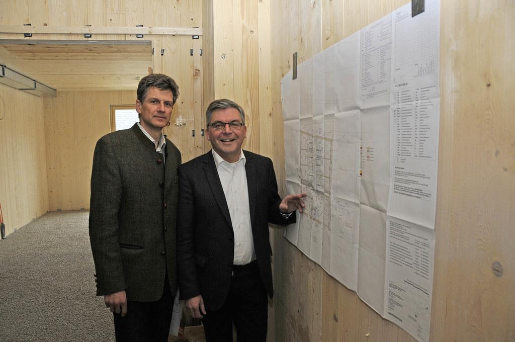 Landesrat Josef Schwaiger und Johann Eßl (Direktor Landwirtschaftliche Fachschule Kleßheim)