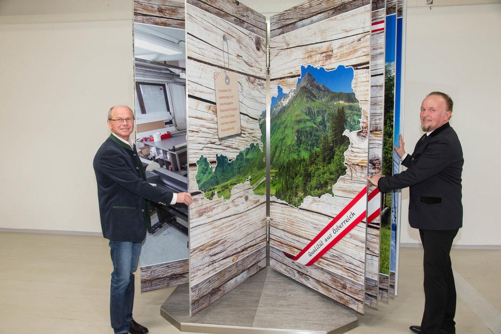 Präsentation des größten Fotobuches Österreichs bei Color Drack in Schwarzach, L..