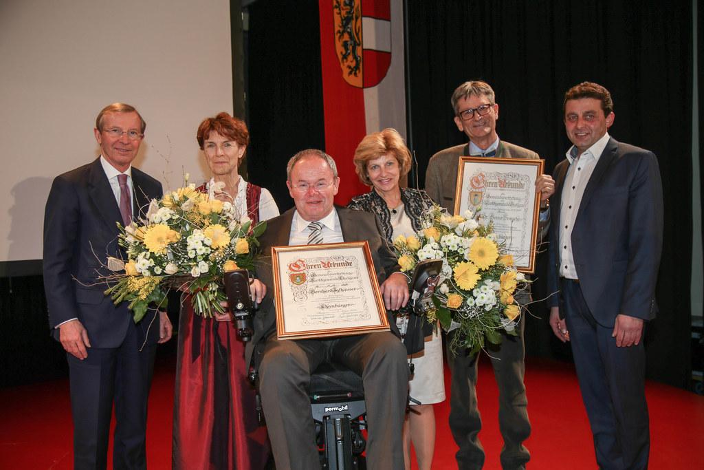 LH Wilfried Haslauer, die neuen Thalgauer Ehrenbürger Birgit Bargehr, Bernhard I..