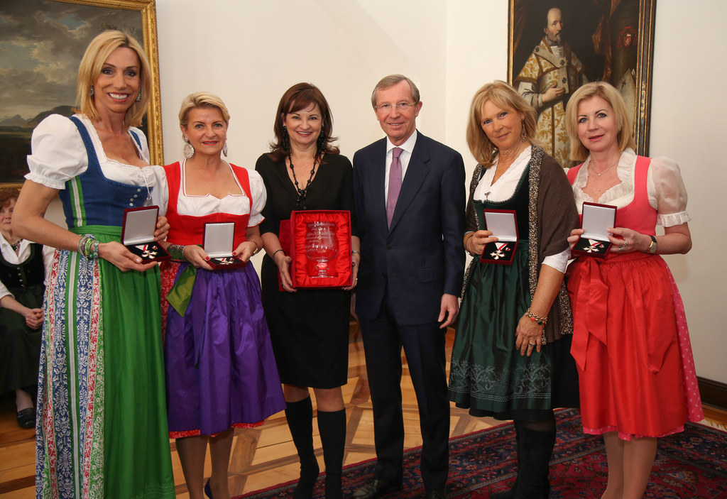 Anita Gerhardter, Marlies Muhr, Susanne Riess, LH Wilfried Haslauer, Mucky Degn ..