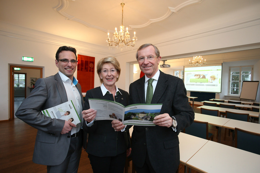 Thomas Schneidhofer (Prof. BWL),  Bgm. Monika Schwaiger und LH Wilfried Haslauer