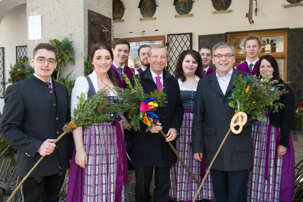 Matthias Mösl (Landjugend) mit seinen MitstreiterInnen und Landeshauptmann Wilfr..