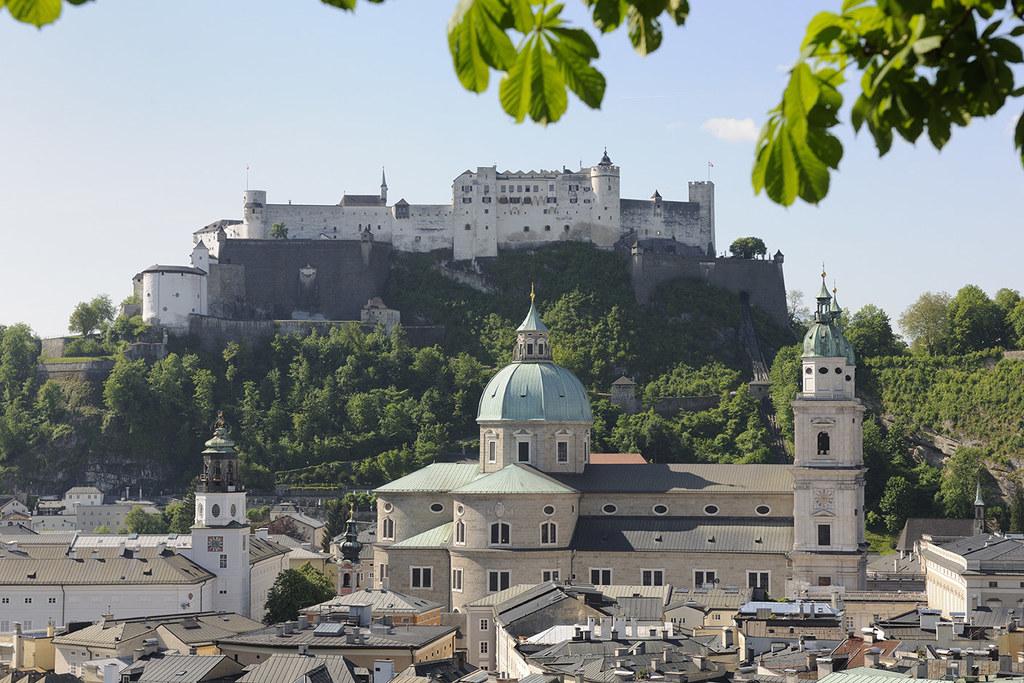 In Salzburg wird das Turmblasen von der Festung Hohensalzburg zu neuem Leben erw..