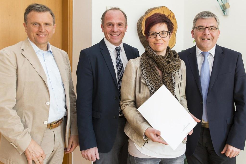 Landesamtsdirektor Sebastian Huber, Walter Aigner, Michaela Rinnerberger und Lan..