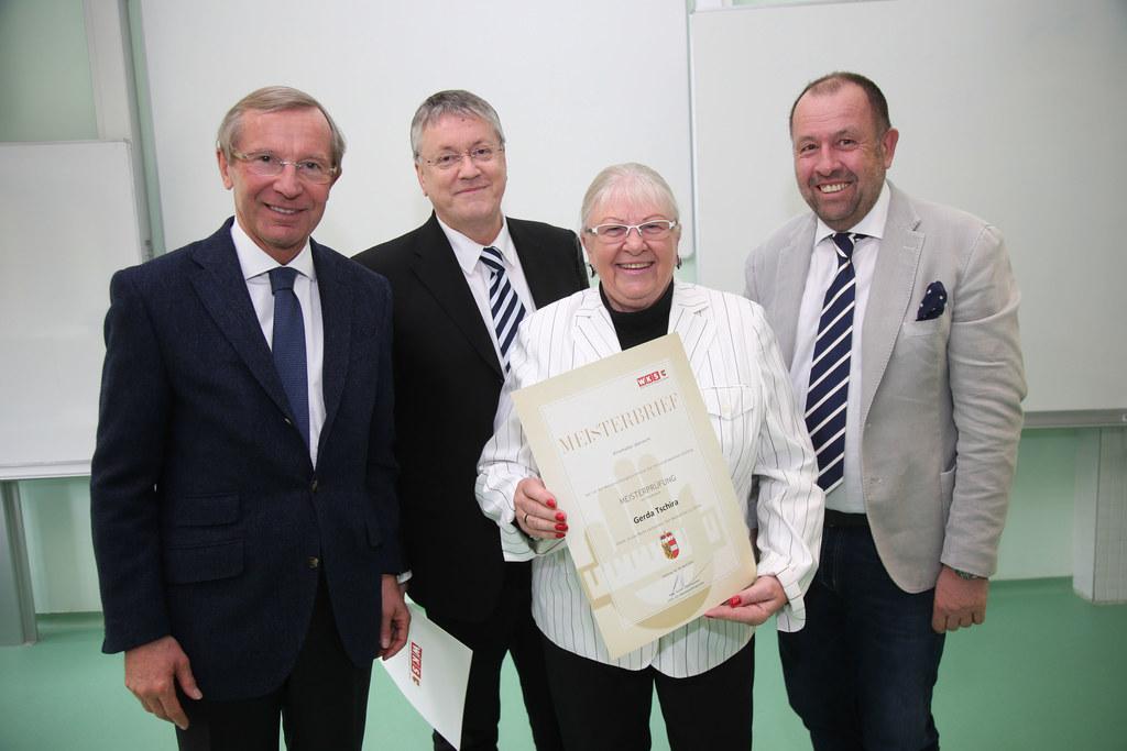 Wilfried Haslauer, Rudi Eidenhammer, Gerda Tschira und Direktor Johann-Peter Rau..