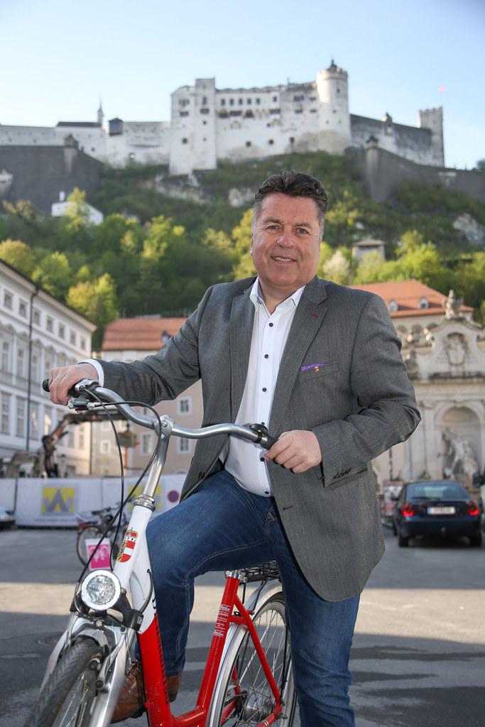Das Verkehrsressort von Landesrat Hans Mayr führt wieder Rad-Licht-Aktionen durc..