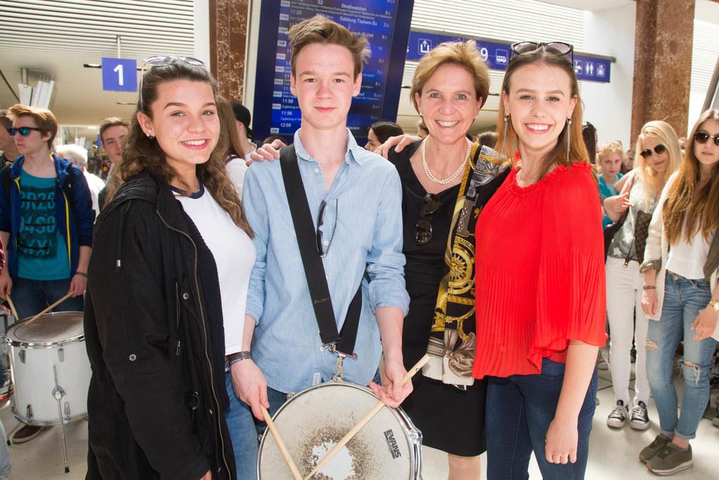 Landtagspräsidentin Brigitta Pallauf, Laura, Mattheus und Sally