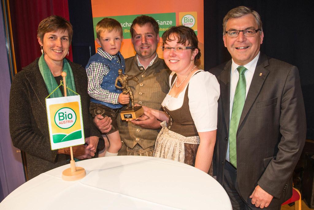 Landeshauptmann-Stellvertreterin Astrid Rössler und Landesrat Josef Schwaiger mi..