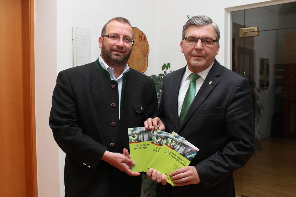 Landesforstdirektor Michael Mitter und Landesrat Josef Schwaiger