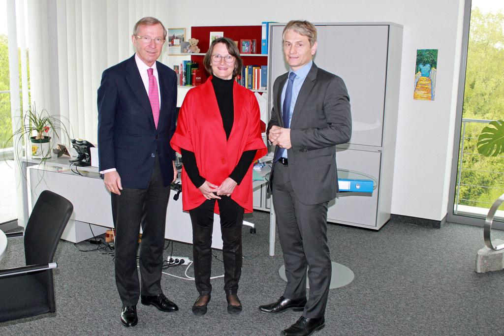 LH Wilfried Haslauer, Präsidentin des LVwG Claudia Jindra-Feichtner und Vizepräs..