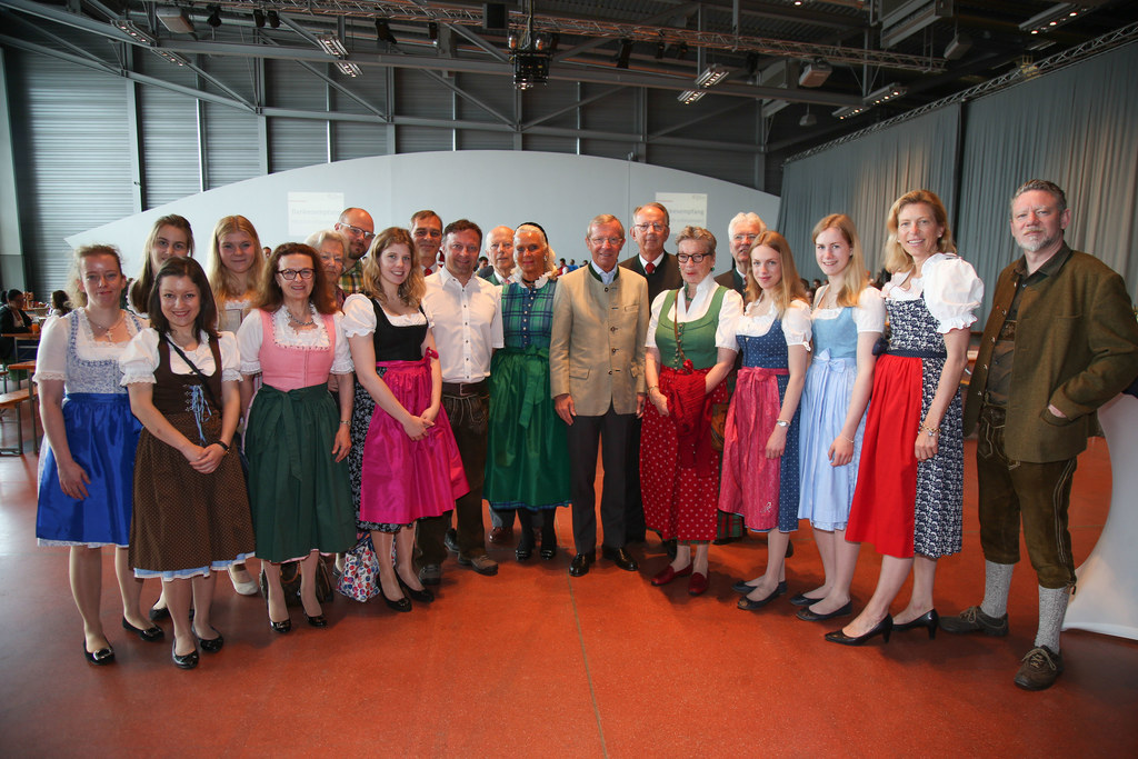 Landeshauptmann Wilfried Haslauer mit Vertretern Einsatzorganisationen