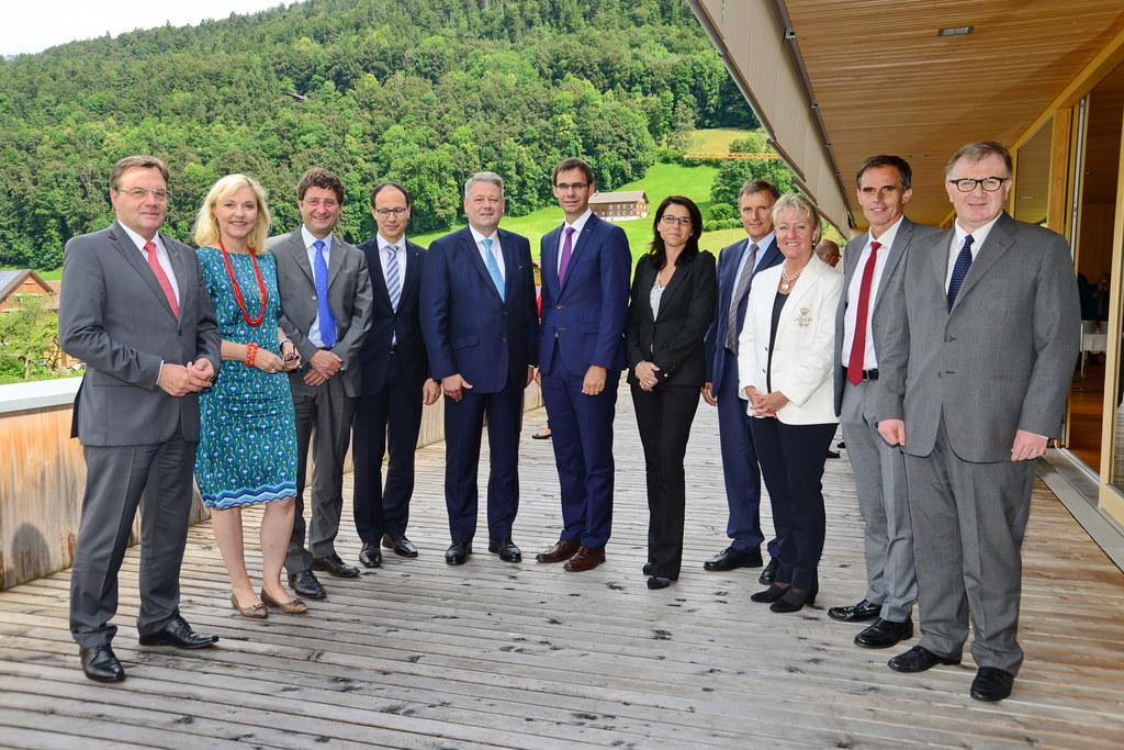 Bei der Arge-Alp-Regierungschefkonferenz mit Salzburgs Landesamtsdirektor Sebast..