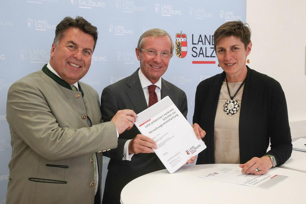 LR Hans Mayr, LH Wilfried Haslauer und LH-Stv. Astrid Rössler präsentierten das ..