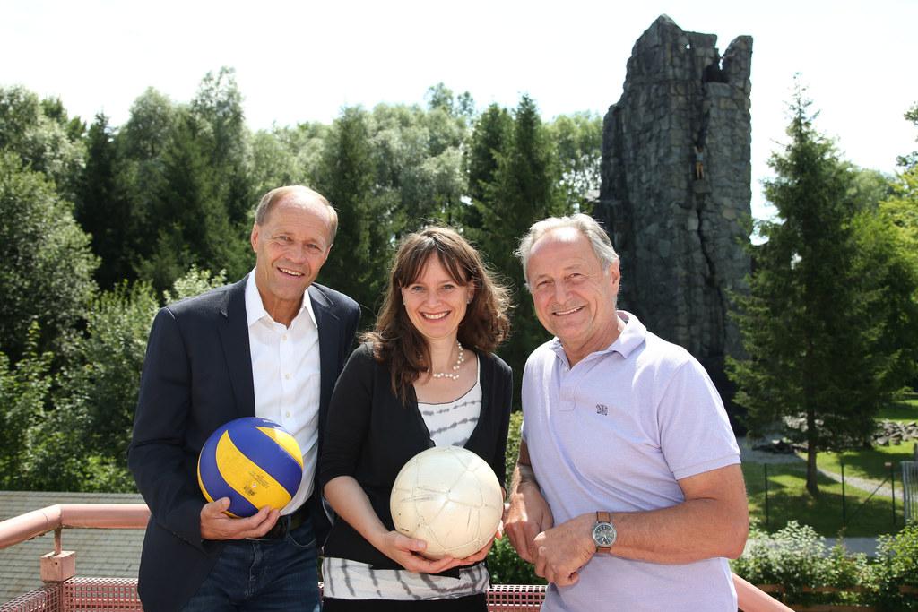 Landesrätin Martina Berthold, der Direktor des Universitäts- und Landessportzent..