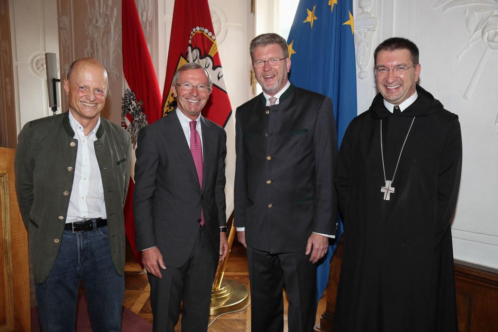 Protokollchef Manfred Holthoff, Landeshauptmann Wilfried Haslauer, Staatsministe..