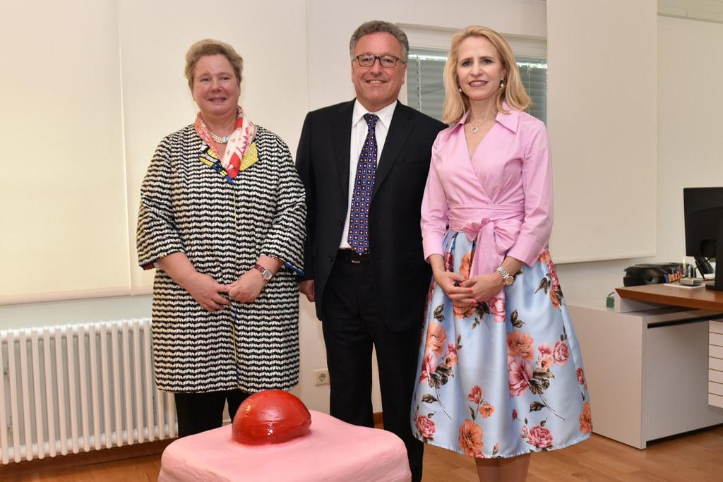 Landesrat Heinrich Schellhorn mit Liechtensteins Kulturministerin Aurelia Frick ..