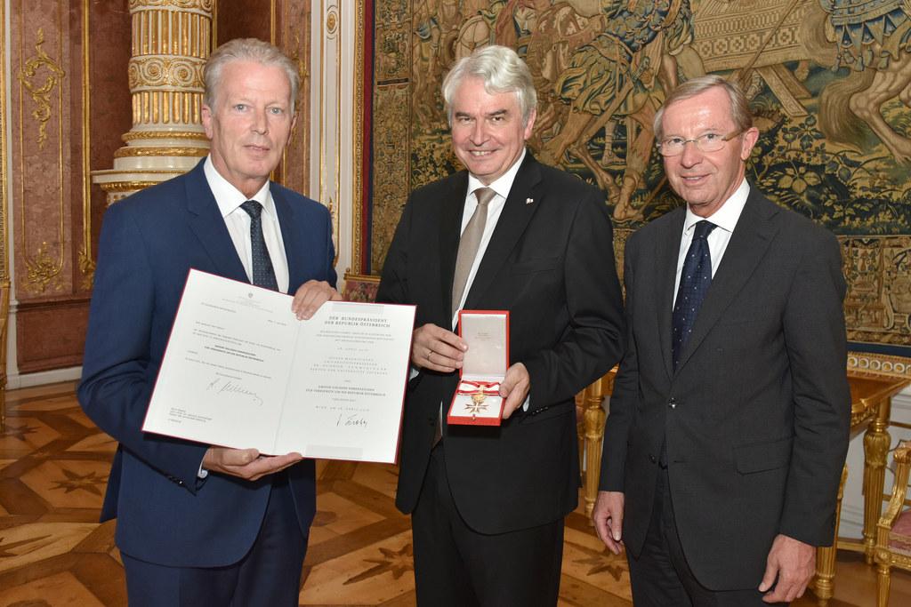 Vizekanzler Reinhold Mitterlehner, Universitätsrektor Heinrich Schmidinger und L..