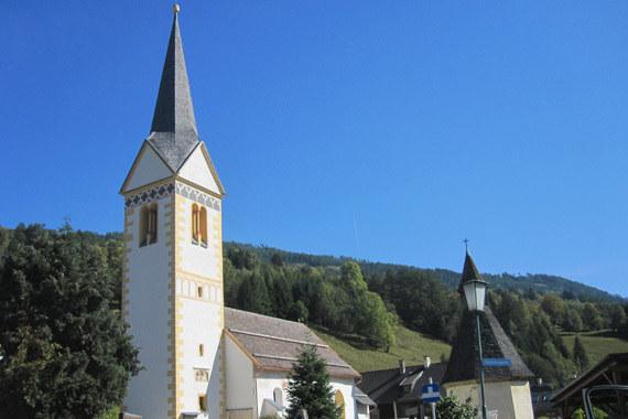 Außenansicht Filialkirche St. Martin im Lungau.