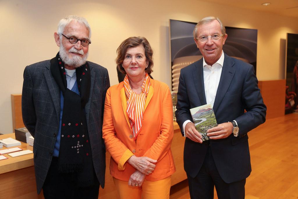 Verleger Jochen Jung, Festspielpräsidentin Helga Rabl Stadler und Landeshauptman..