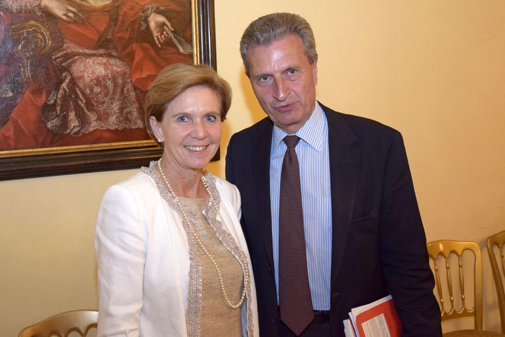 Landtagspräsidentin Brigitta Pallauf und Günther H. Oettinger, Kommissar für Dig..