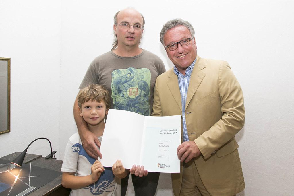 Christoph Janka mit Sohn Morris und Landesrat Heinrich Schellhorn