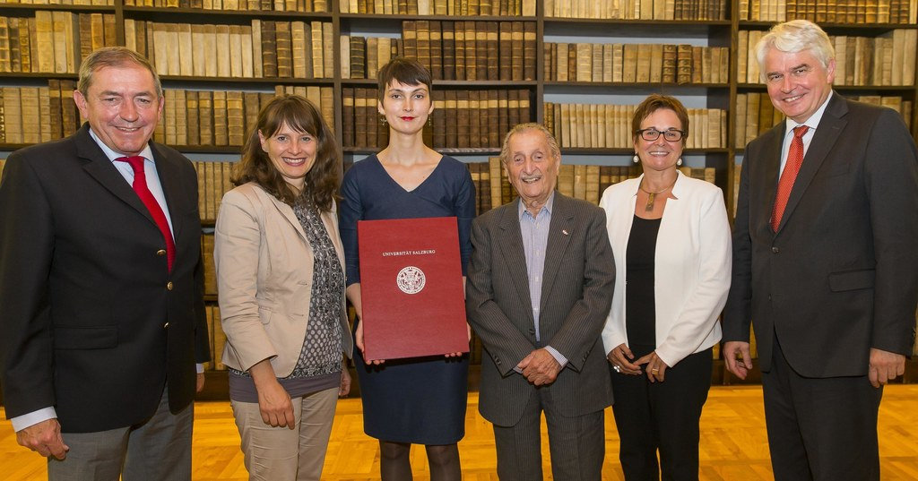 Bürgermeister Heinz Schaden, Landesrätin Martina Bertold, Preisträgerin Annika W..
