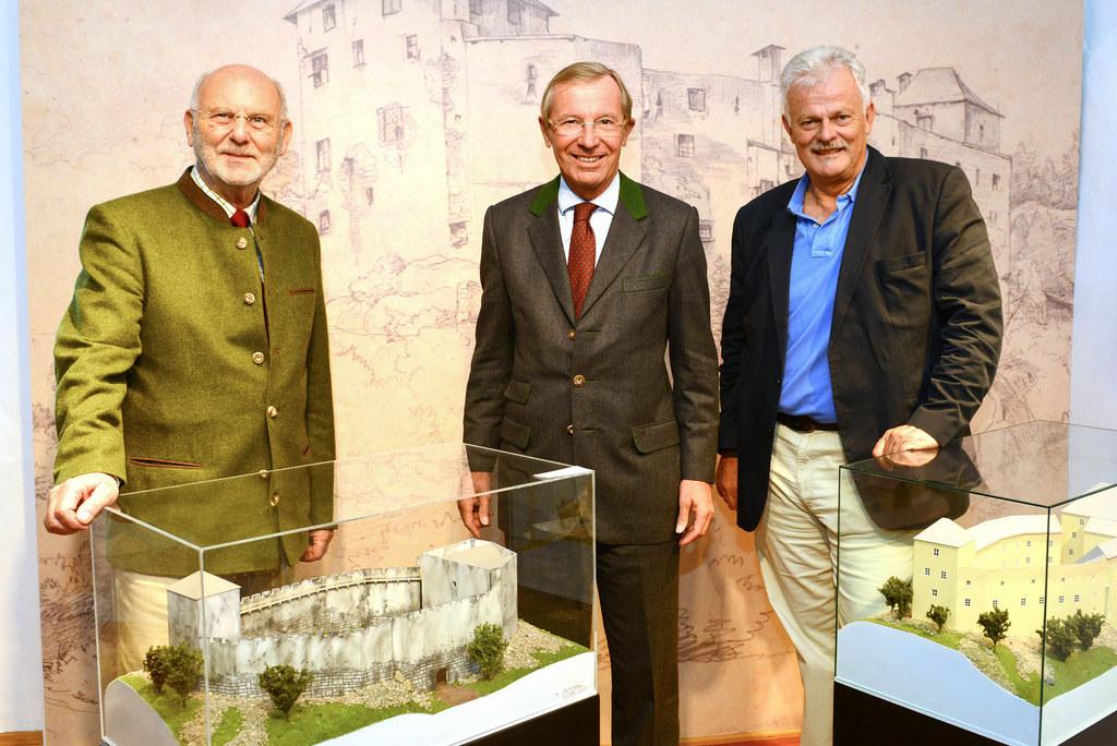 Regierungsrat Erich Urbanek (Museumsgründer und ehrenamtlicher Kustos), LH Wilfr..