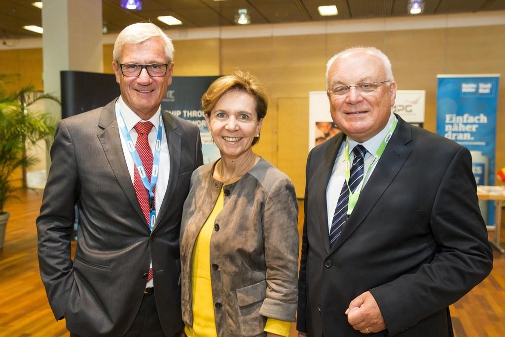 Bürgermeister-Stellvertreter Harald Preuner, Landtagspräsidentin Brigitta Pallau..
