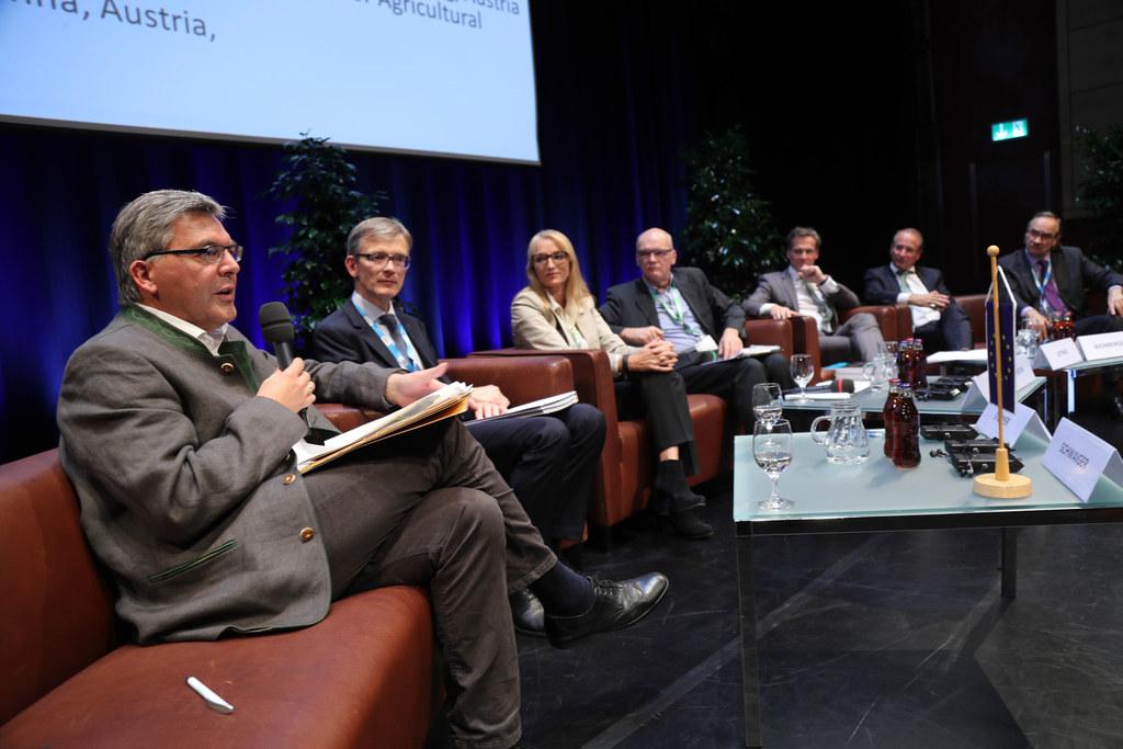 Landesrat Josef Schwaiger bei der Podiumsdiskussion
