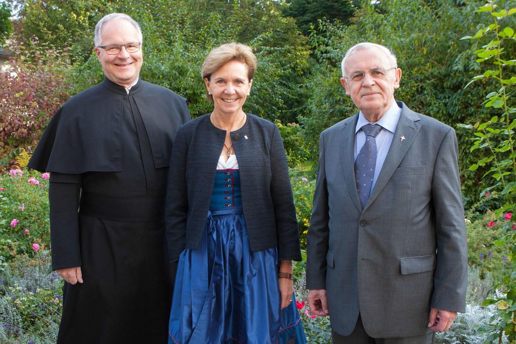 Pater Michael Pfenning (Vizeprovinzial), Landtagspräsidentin Dr. Brigitta Pallau..