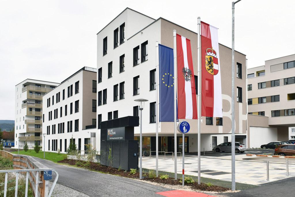 So wie in Hallein ist auch in den Bezirkshauptmannschaften Salzburg-Umgebung, St. Johann im Pongau, Tamsweg und Zell am See ab 4. Mai wieder Parteienverkehr möglich, allerdings in eingeschränkter Form.