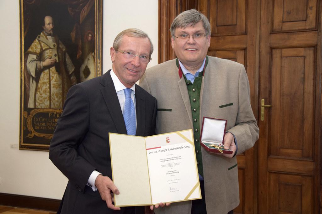 Landeshauptmann Wilfried Haslauer überreichte das Ehrenzeichen des Landes an Lan..