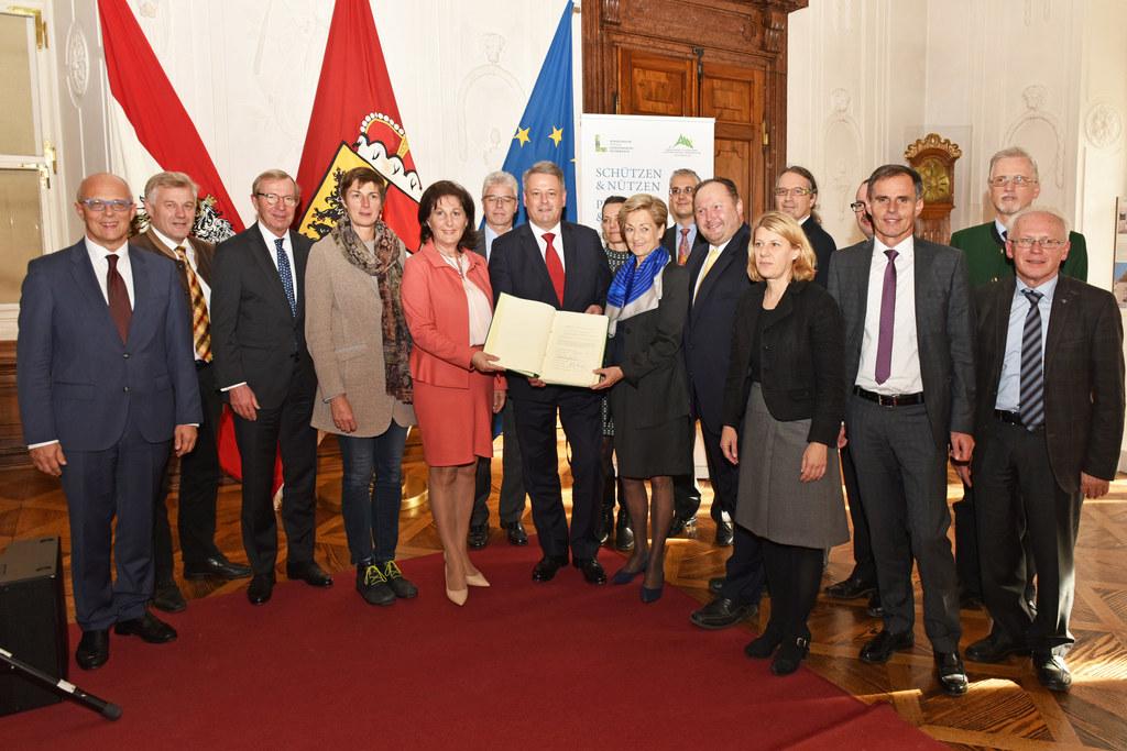 LH Wilfried Haslauer, LH-Stv. Astrid Rössler, Marlies Amann-Marxer, BM Andrä Rup..