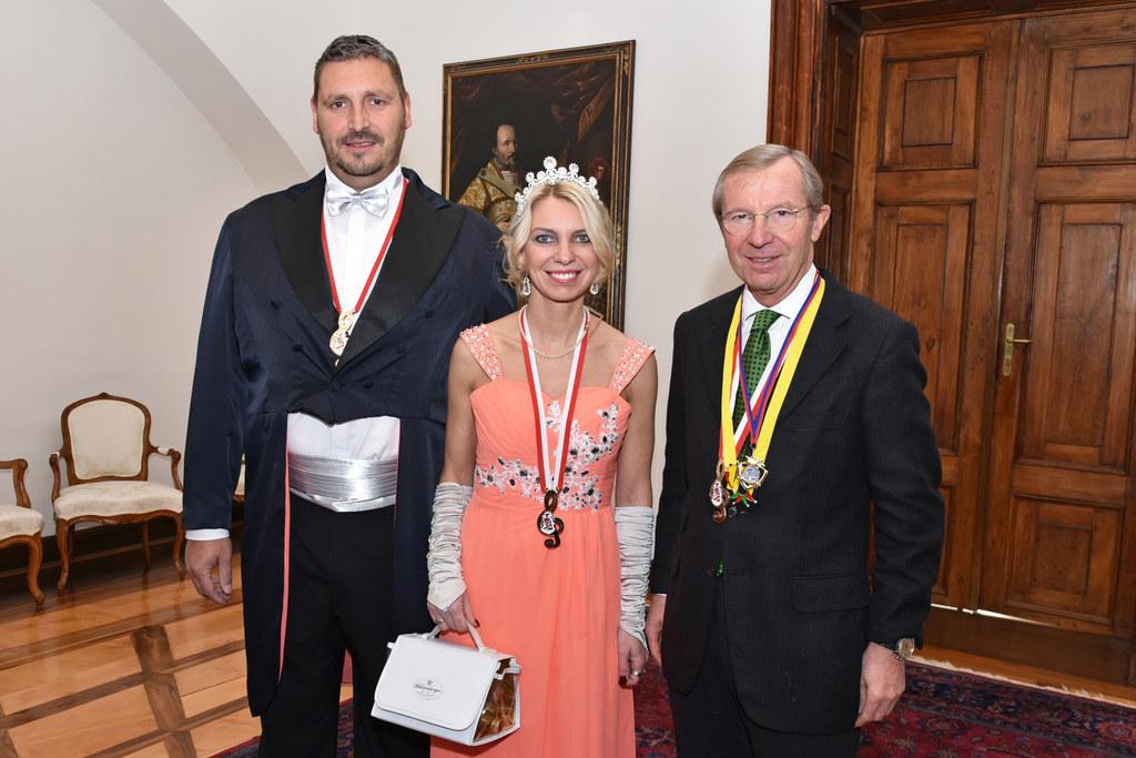 Prinz Harald der Erste von der roten Stiege, Landeshauptmann Wilfried Haslauer u..