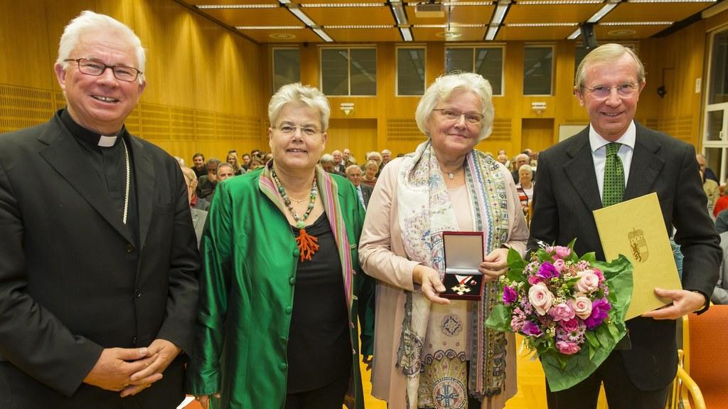 Erzbischof Franz Lackner, Elisabeth Mayer, Doris Witzmann und Landeshauptmann Wi..