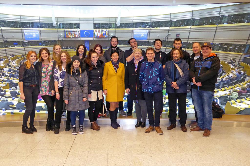 Gewinnerkasse des Multiaugustinums besuchte das Europäische Parlament in Brüssel