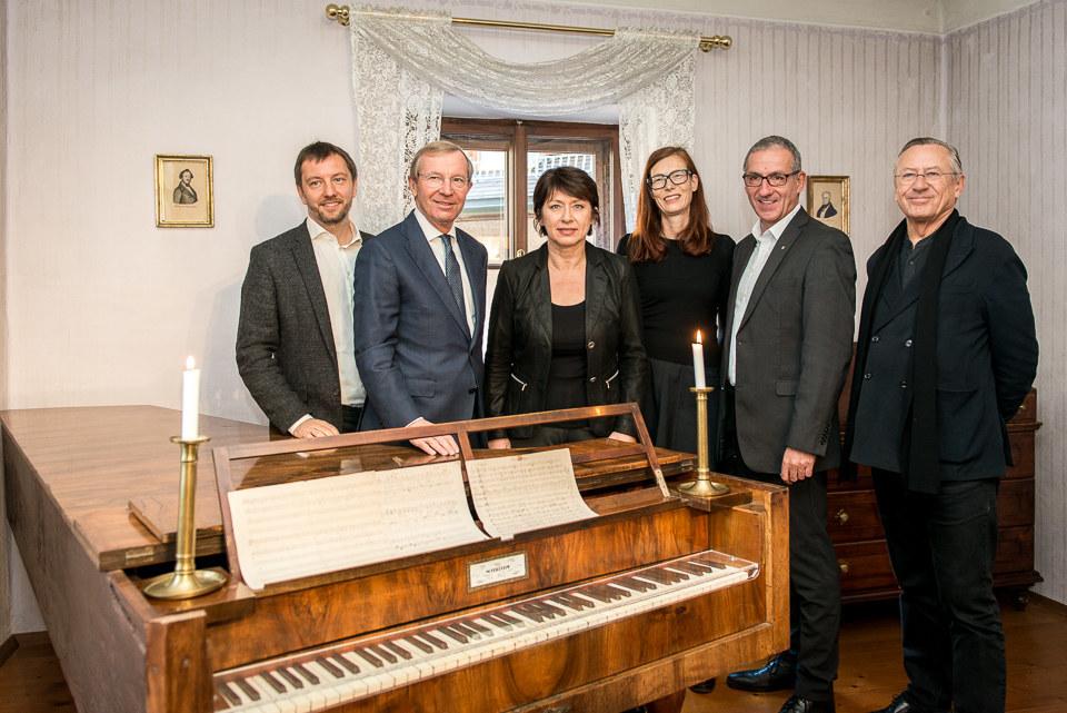 Florian Knopp, Landeshauptmann Wilfried Haslauer, Eveline Sampl-Schiest, Eva Hod..
