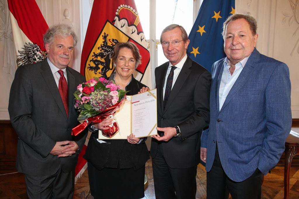 Festredner Klemens Renoldner, Preisträgerin Hedwig Kainberger, LH Wilfried Hasla..