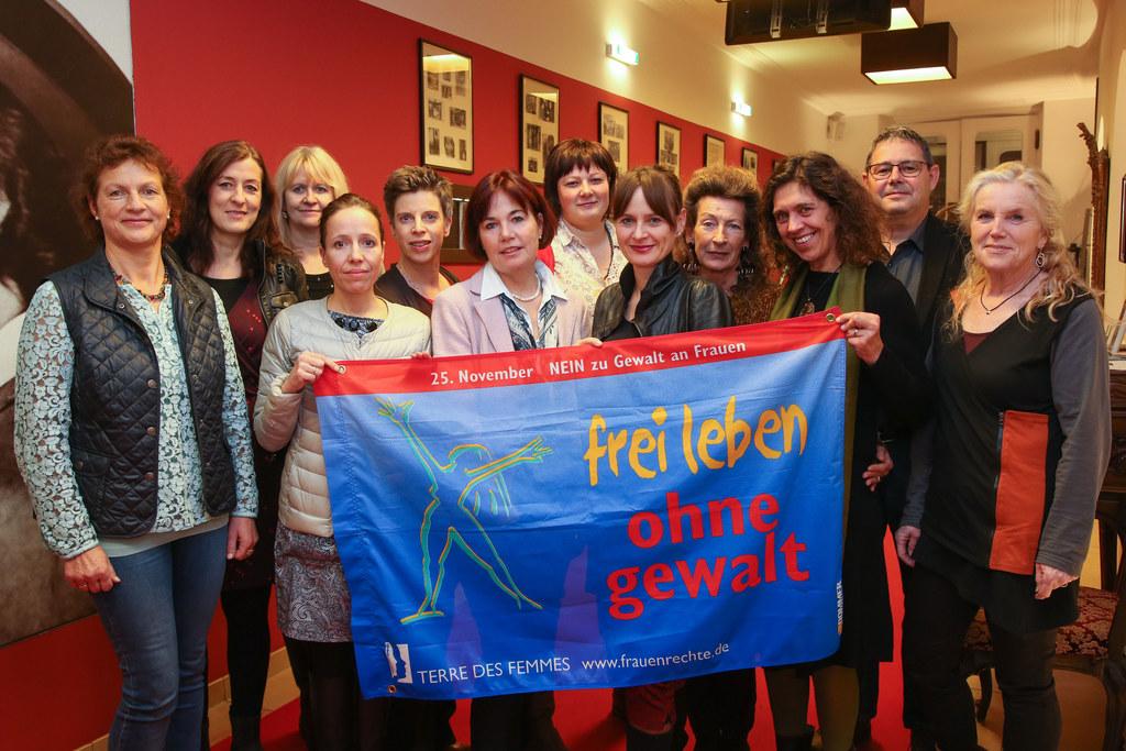 16 Tage gegen Gewalt, mit Landesrätin Martina Berthold (Bildmitte).