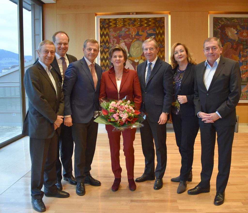 Die Mitglieder des Festspielkuratoriums gratulierten Helga Rabl-Stadler (Bildmit..