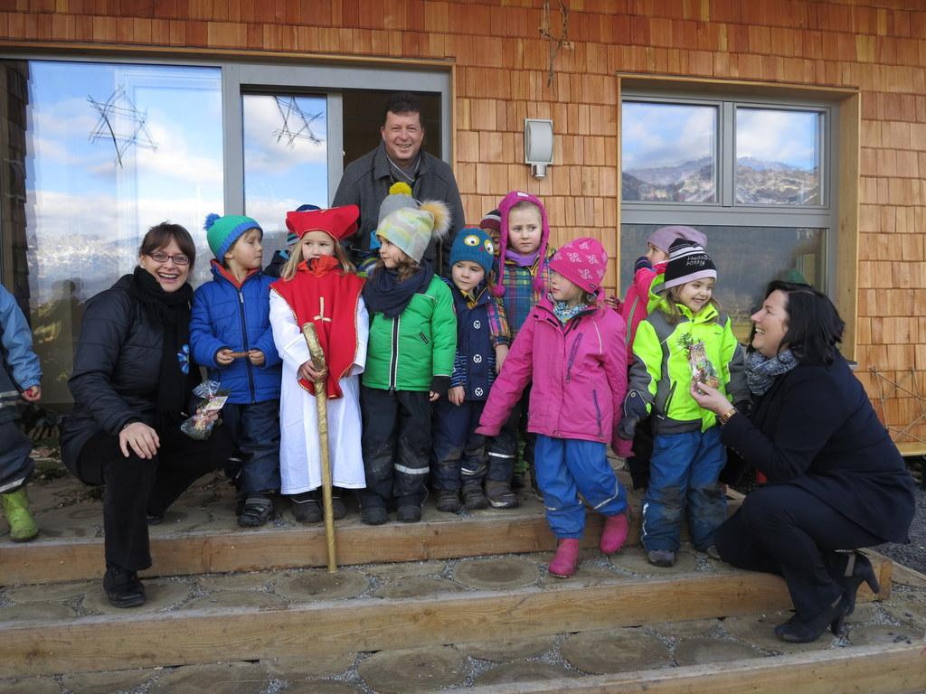 LRin Martina Berthold besuchte den Waldkindergarten in Kuchl