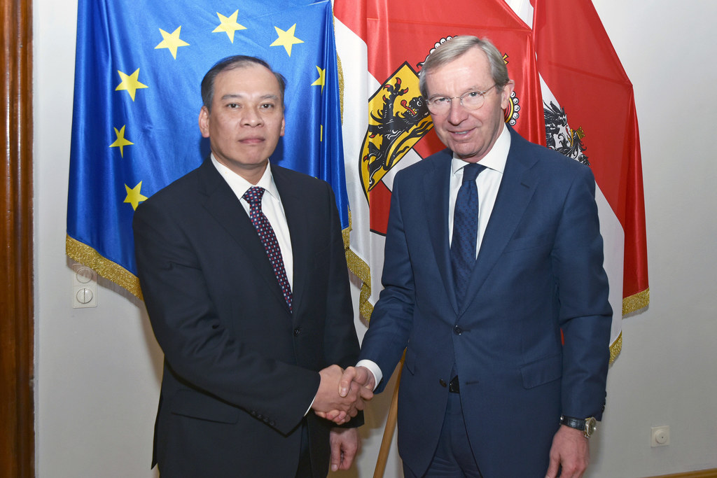 Landeshauptmann Wilfried Haslauer empfängt den Botschafter aus Vietnam Viet Anh ..
