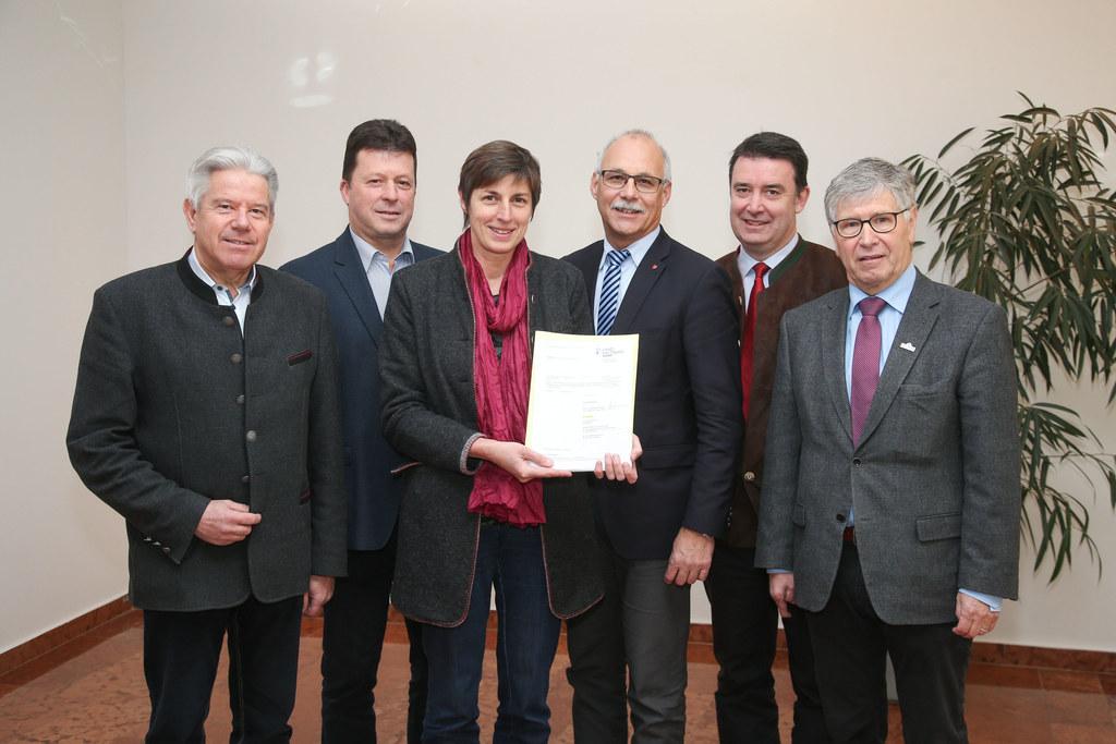 Bgm. Josef Tagwercher, Bgm. Andreas Wimmer, LH-Stv. Astrid Rössler, Präsident Bg..