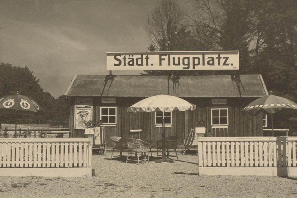 Auf dem städtischen Salzburger Flugplatz ging es anno 1926 noch sehr beschaulich..