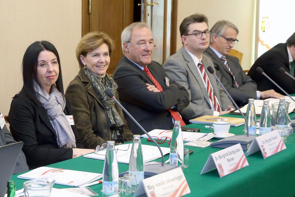 Landtagspräsidentin Brigitta Pallauf beim Arbeitsgruppetreffen
