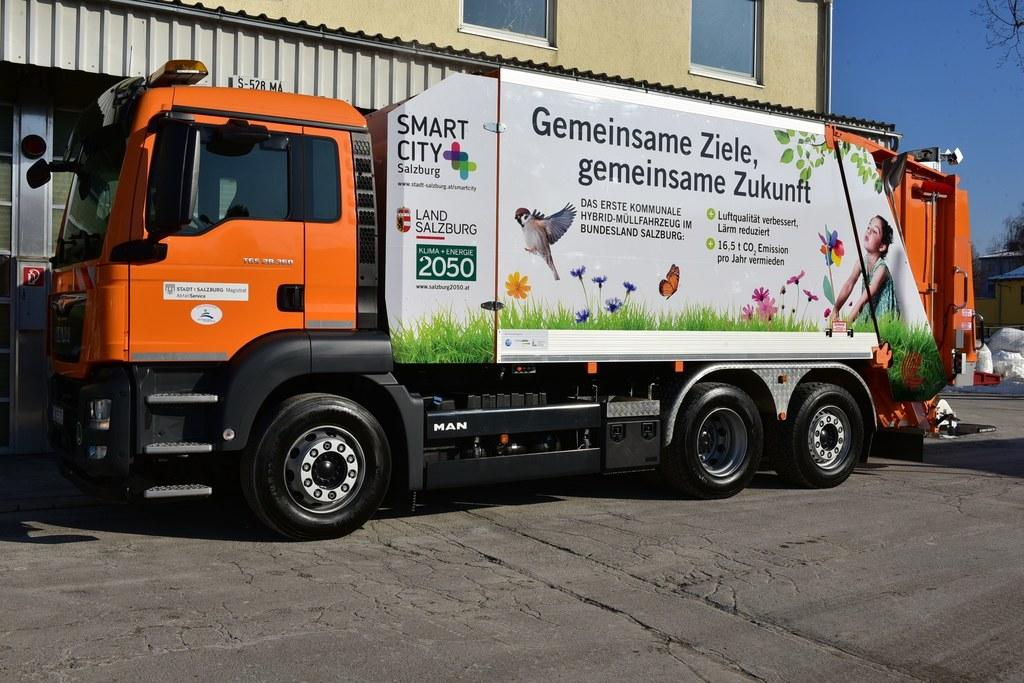 Neues Hybrid-Müllauto für die Restmüllsammlung des städtischen AbfallService